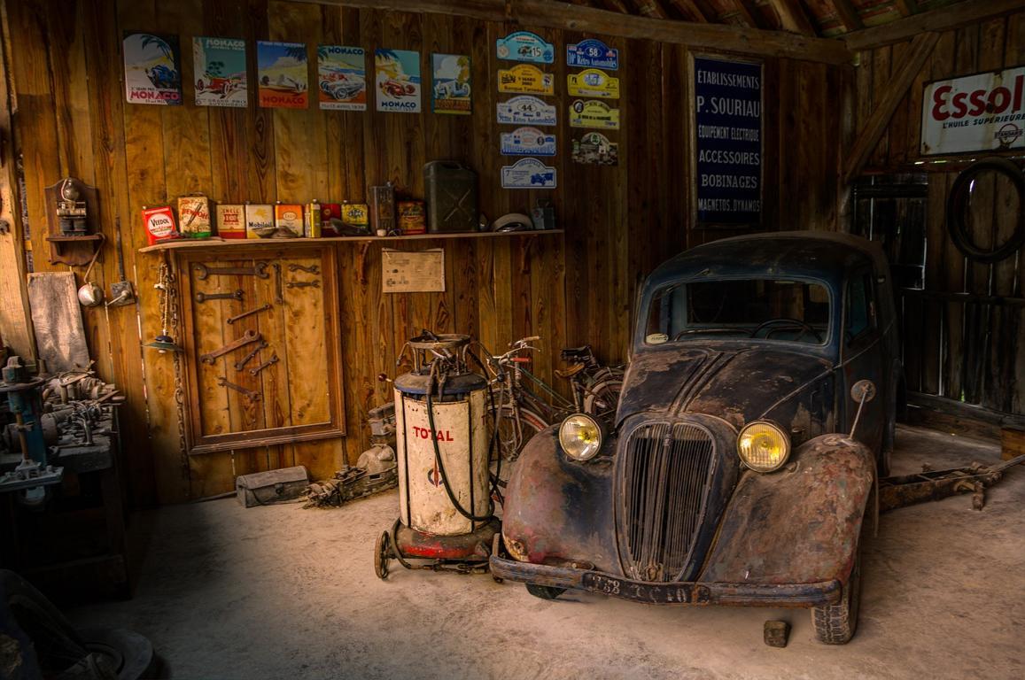 Garage mit Auto