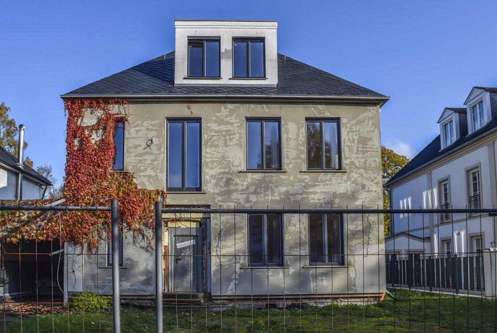 Haus Eigenheim Renovieren Dämmen Fenster